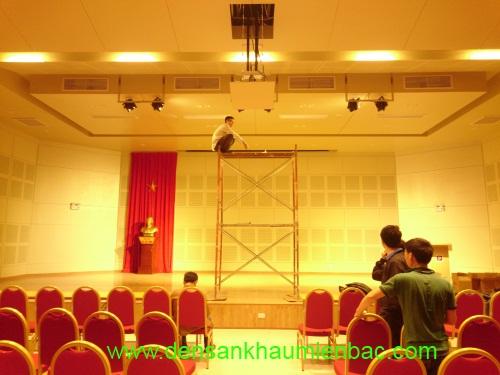 Sân khấu biểu diễn cần loại đèn sân khấu nào? 4