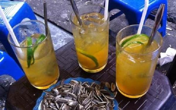 Trà đá là thức uống quen thuộc với nhiều người