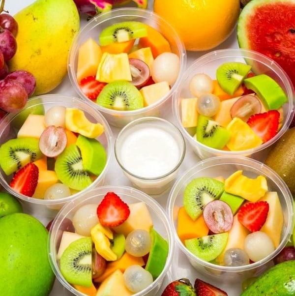 Hoa quả dầm được trình bày bắt mắt với nhiều loại quả khác nhau