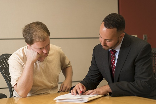 Thuê luật sư khi mua nhà, nên yêu cầu họ làm những gì?