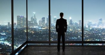 Làm việc một mình mang lại nhiều lợi thế khi khởi nghiệp