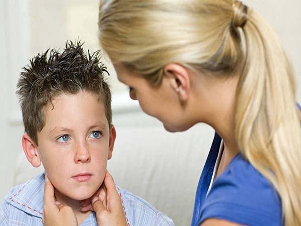 triệu chứng bướu cổ ở trẻ em 2