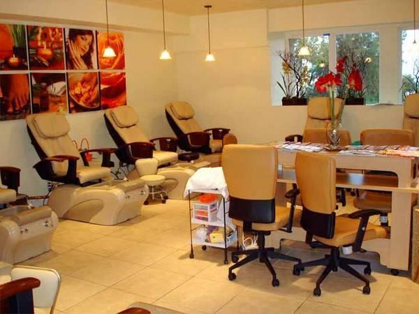 Lựa chọn địa điểm mở cửa hàng gần với các trung tâm làm đẹp khách sẽ thu hút khách hơn