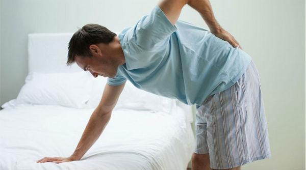 Nguyên nhân đau lưng do gãy xương ở cột sống