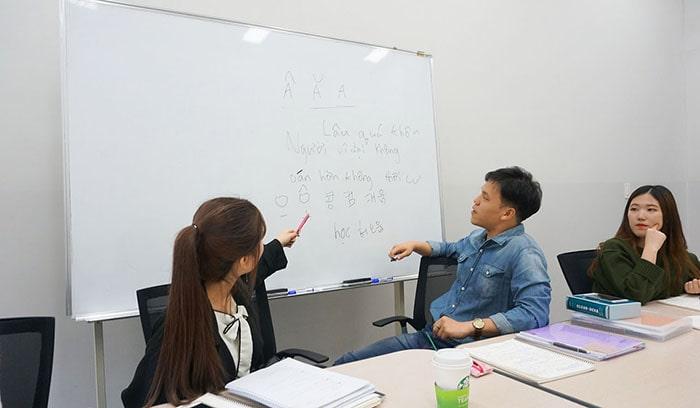 Gia sư sinh viên hạn chế về tính chuyên nghiệp