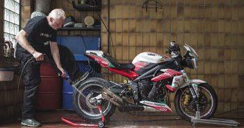 Bật mí cách rửa xe máy tại nhà đơn giản đúng cách