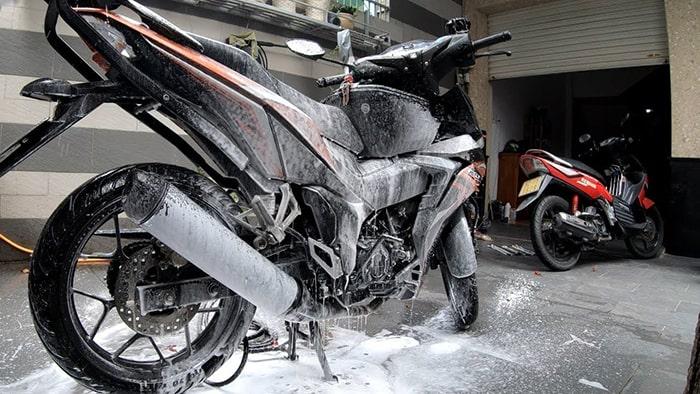 Hướng dẫn cách rửa xe tại nhà sạch và nhanh chóng