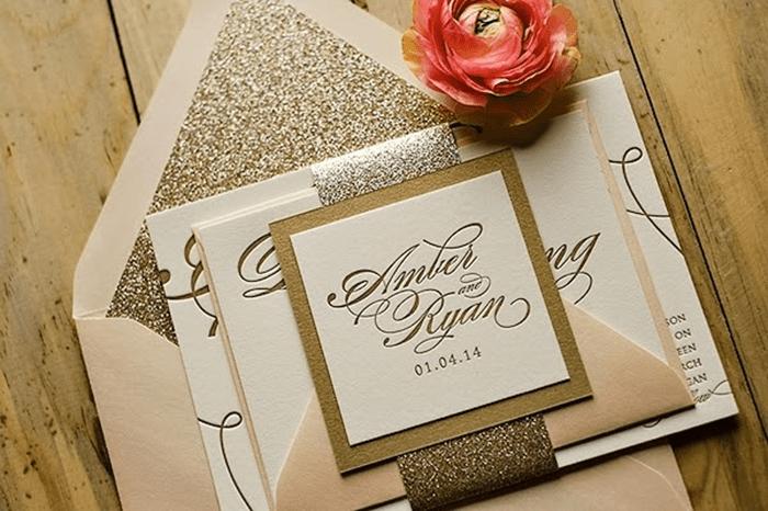 Giấy ánh kim rất thích hợp để in thiệp cưới