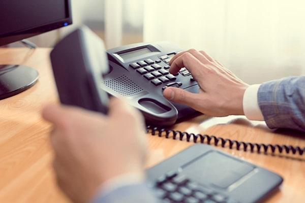 Lựa chọn thời điểm gọi hợp lý là bí quyết đầu tiên để chinh phục khách hàng khó tính qua điện thoại