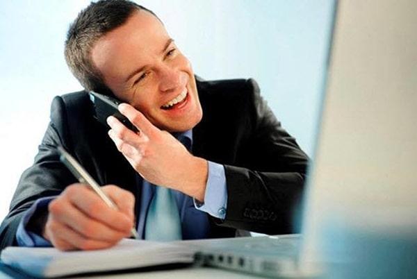 Lắng nghe, thấu hiểu vấn đề của khách hàng là nhiệm vụ quan trọng hàng đầu của nhân viên chăm sóc khách hàng